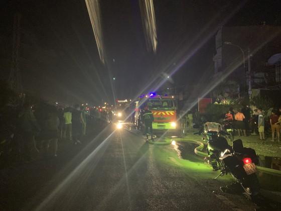 Cháy căn nhà 3 tầng ở TP Thủ Đức, nhiều người hoảng sợ ảnh 1