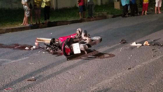 Va chạm 2 xe máy khiến 2 người chết, 2 người trọng thương ở huyện Bình Chánh ảnh 1