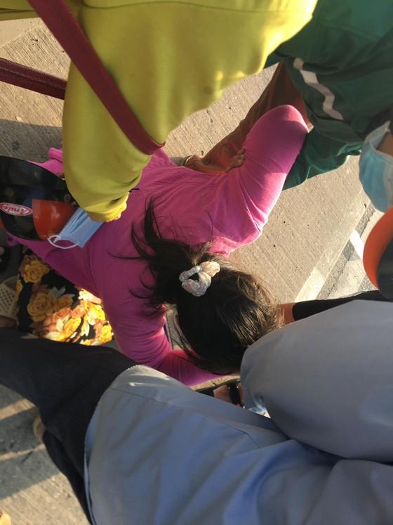 Va chạm với xe container, 2 người thương vong ở cầu Phú Mỹ ảnh 1