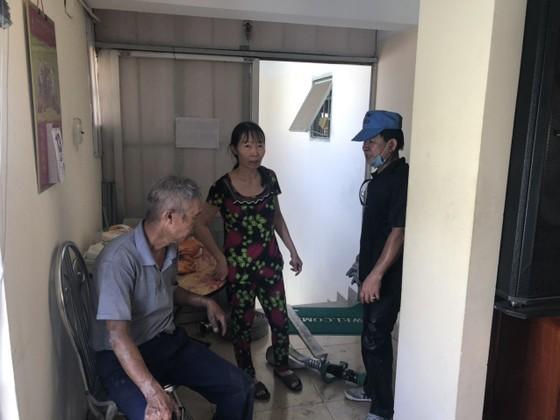 Giải cứu 2 người đàn ông trong căn nhà 4 tầng bốc cháy ở quận Gò Vấp ảnh 2