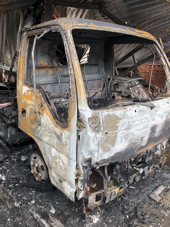 Cháy công ty chuyên buôn bán gà đông lạnh ở quận Gò Vấp thiêu rụi xe tải, nhiều xe máy ảnh 3