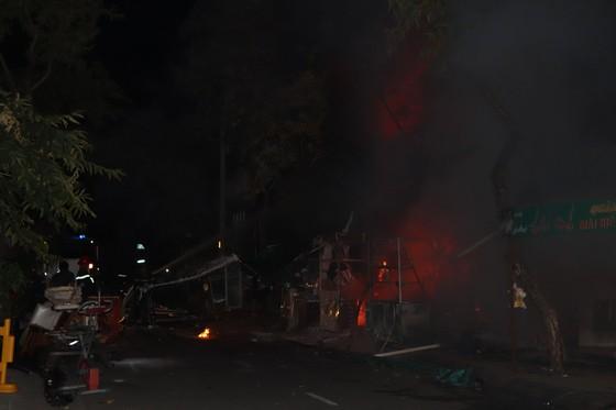 Cháy nhà dân ở quận 7, nhiều người hoảng sợ ảnh 4