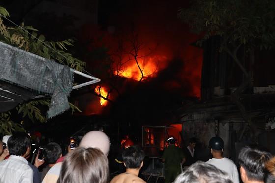 Cháy nhà dân ở quận 7, nhiều người hoảng sợ ảnh 2
