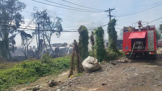 Cháy xưởng gỗ rộng hàng trăm mét vuông tại huyện Bình Chánh ảnh 2