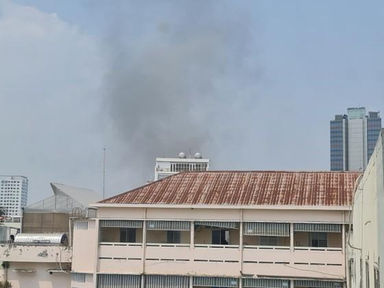 Lại cháy, lần này ngay trung tâm quận 1, sát Trường Ernst Thalmann ảnh 1