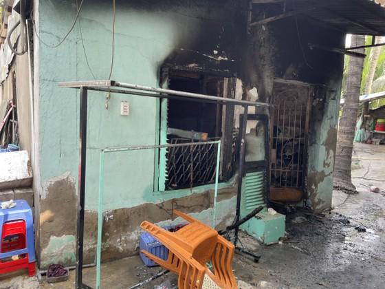 Bộ Tư lệnh TPHCM thăm, động viên gia đình nạn nhân vụ hỏa hoạn 6 người tử vong ảnh 3