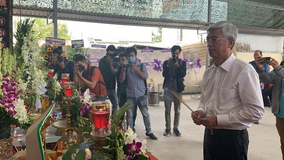 Lãnh đạo TPHCM thăm, động viên gia đình nạn nhân vụ hỏa hoạn 6 người tử vong ảnh 2