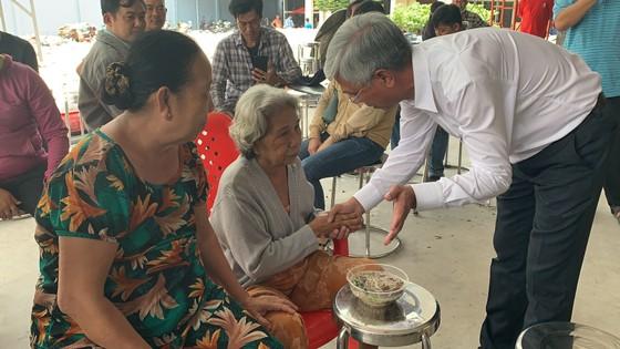 Lãnh đạo TPHCM thăm, động viên gia đình nạn nhân vụ hỏa hoạn 6 người tử vong ảnh 1