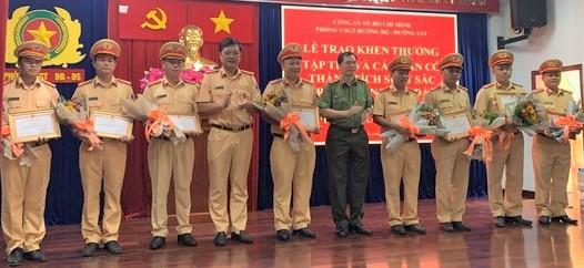 Công an TPHCM khen thưởng nhiều CSGT phòng chống tội phạm ảnh 1