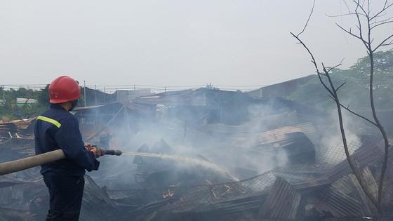 Cháy xưởng gỗ ở huyện Hóc Môn, nhiều tài sản bị thiêu rụi ảnh 3