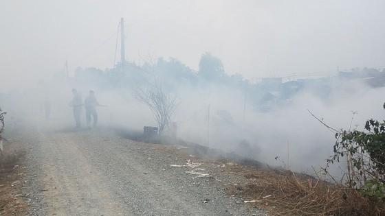 Cháy xưởng gỗ ở huyện Hóc Môn, nhiều tài sản bị thiêu rụi ảnh 1