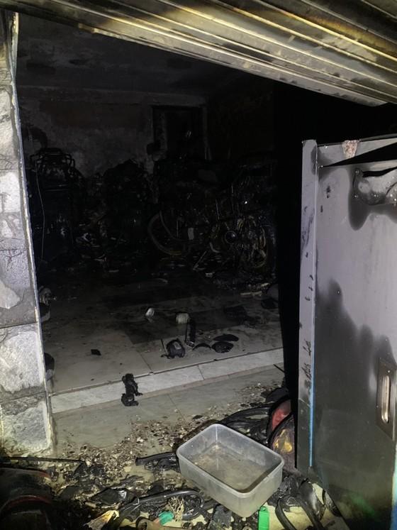 Giải cứu 5 người trong căn nhà bốc cháy lúc rạng sáng ảnh 4