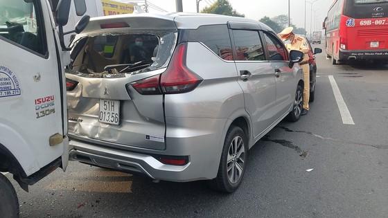 Va chạm giao thông liên hoàn 5 xe làm ùn ứ kéo dài ở quận Bình Tân ảnh 1