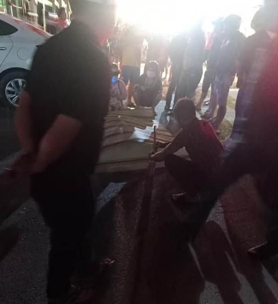 Thanh niên giết bạn gái rồi lái xe máy tông vào xe ô tô tự sát ảnh 1