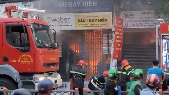 Cháy cửa hàng kinh doanh sơn ở quận Tân Bình ảnh 2