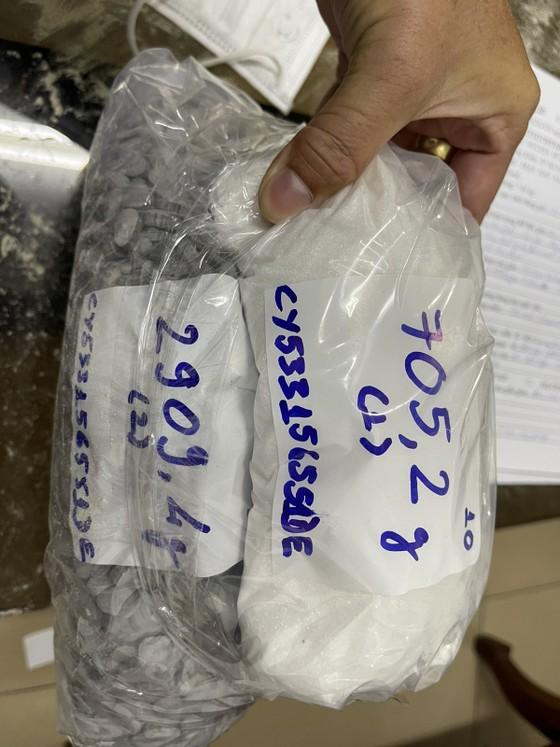 Phát hiện gần 36 kg ma tuý các loại trong lô hàng quà biếu ảnh 6