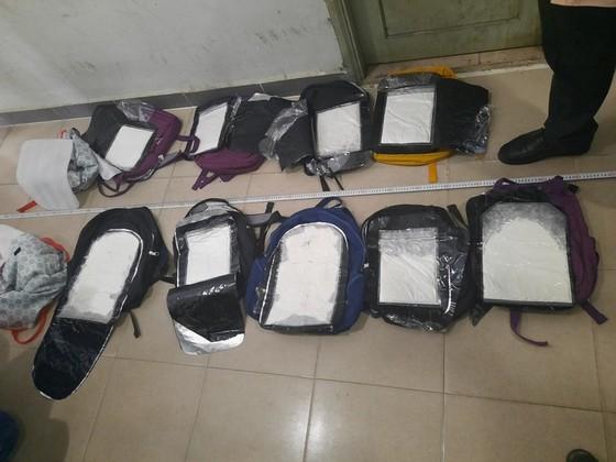 Bắt 2 đối tượng thu 30 bánh heroin, 60 ngàn viên ma túy tổng hợp ảnh 1