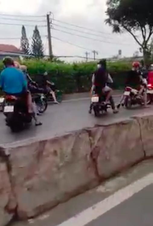 Tạm giữ 11 'quái xế' chặn Quốc lộ 22 để đua xe ở huyện Hóc Môn ảnh 3