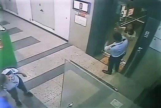 Người phụ nữ không đeo khẩu trang, ẩu đả với bảo vệ chung cư: bị phạt 2 triệu đồng ảnh 1