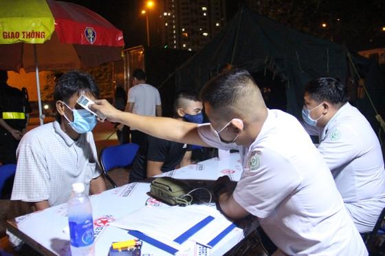 Hơn 121.000 người được kiểm tra tại các chốt, trạm phòng chống dịch Covid-19 ra vào TPHCM ảnh 3