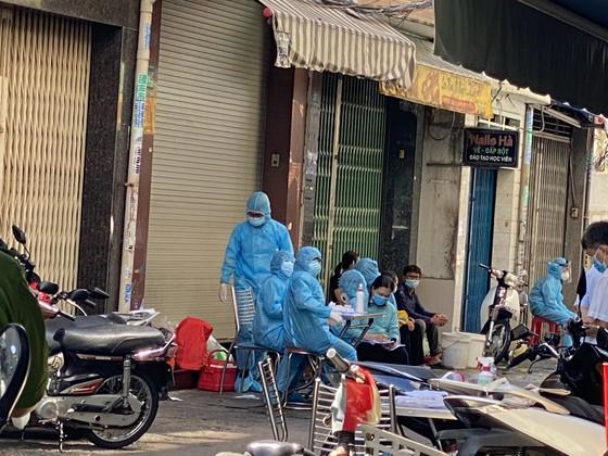 Phong toả con hẻm đường Nguyễn Đình Chiểu do có ca nghi mắc Covid-19 ảnh 5