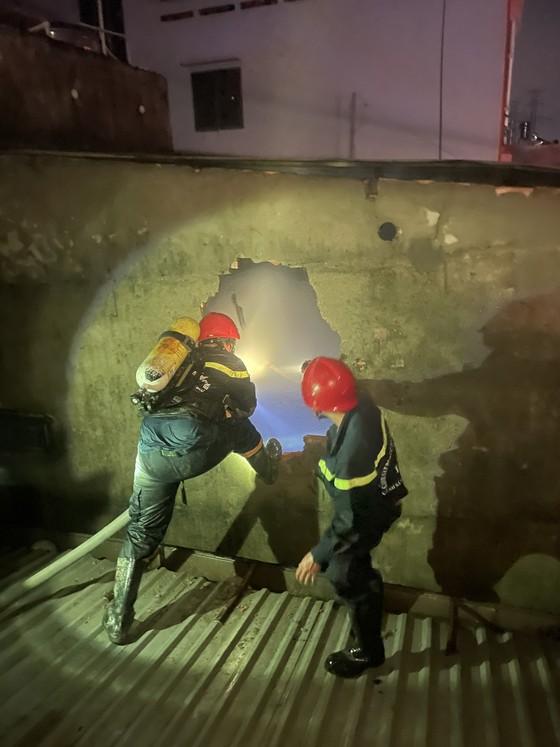 Cháy nhà ở quận Tân Phú, 1 người chết, 2 người bị thương ảnh 1