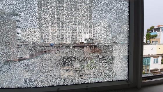 Đã làm rõ vụ nhà dân nhiều lần bị bắn vỡ kính ở quận 1 ảnh 1