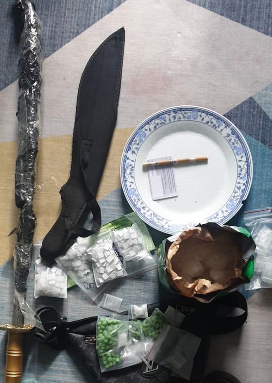 Bắt băng cướp lần ra nhóm tàng trữ ma tuý, giam giữ đánh đập ép con nợ sử dụng ma tuý ảnh 3