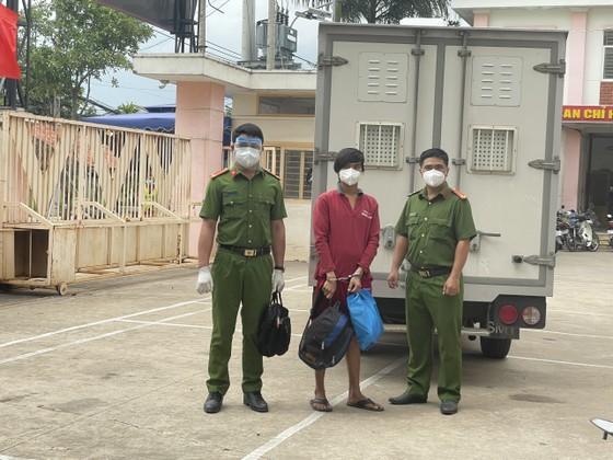 Bắt đối tượng truy nã sau 9 năm lẩn trốn ở huyện Bình Chánh ảnh 1