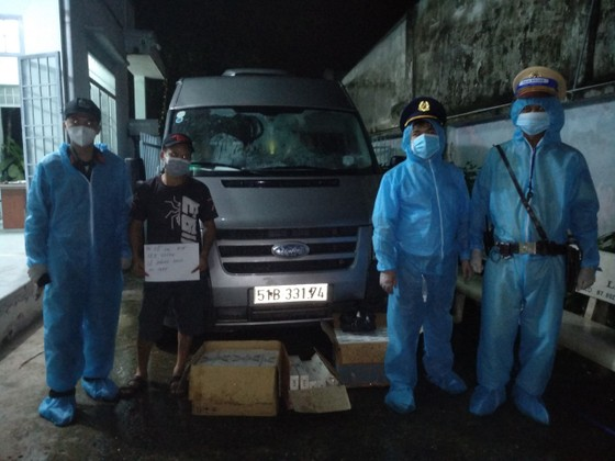 Liên tiếp phát hiện xe luồng xanh chở thuốc lá lậu từ tỉnh Tây Ninh về TPHCM ảnh 1