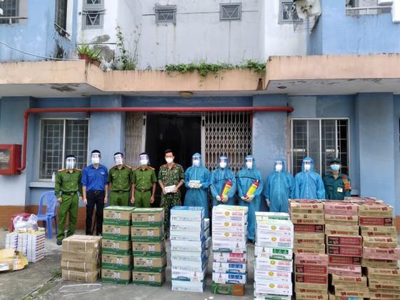 Cảnh sát PCCC trao quà cho người dân, trẻ em có hoàn cảnh khó khăn do dịch Covid-19 ảnh 5