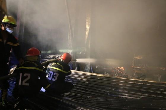 Cháy gara ô tô ở quận 7, nhiều xe bị thiêu rụi ảnh 3