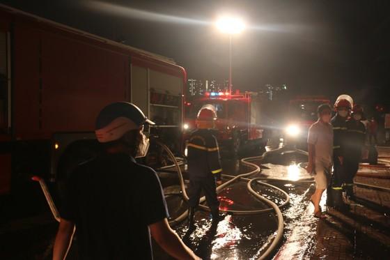 Cháy gara ô tô ở quận 7, nhiều xe bị thiêu rụi ảnh 6