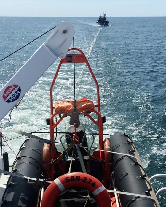 Cứu thành công 17 ngư dân Nghệ An bị nạn trên biển ảnh 1