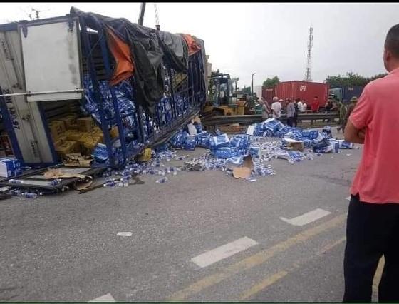 Đang đứng xem tai nạn, 5 người bị xe tải đè chết ảnh 1