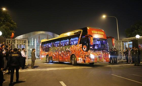 Các cầu thủ U22 và đội tuyển nữ Việt Nam rời sân bay Nội Bài đến diện kiến Thủ tướng ảnh 8