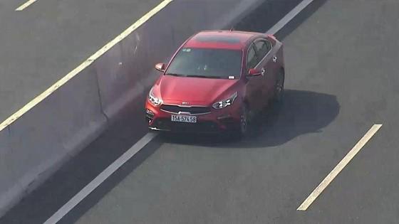 Lại xuất hiện xe chạy ngược chiều trên cao tốc Hà Nội - Hải Phòng ảnh 1
