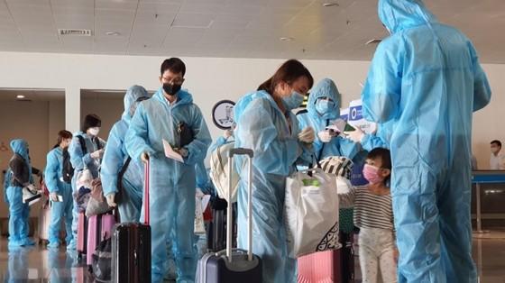Chuyến bay thương mại quốc tế về Việt Nam đầu tiên vừa hạ cánh ảnh 1