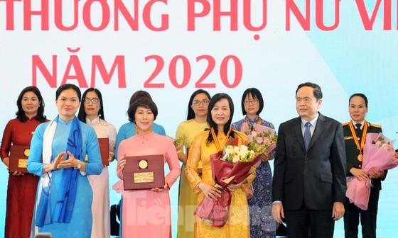 7 tập thể và 10 cá nhân nhận Giải thưởng Phụ nữ Việt Nam năm 2020  ảnh 1