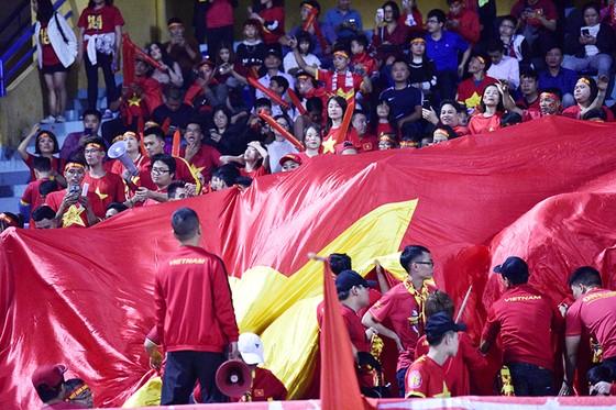CĐV Việt Nam tin vào chiến thắng đậm trước Campuchia ảnh 4