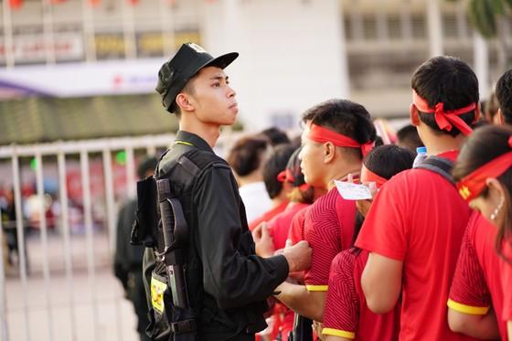 Lượt về bán kết AFF Cup: An ninh thắt chặt mọi ngả đường về sân Mỹ Đình ảnh 1