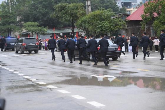 Chủ tịch Kim Jong-un đã lên xe về Thủ đô Hà Nội ảnh 11