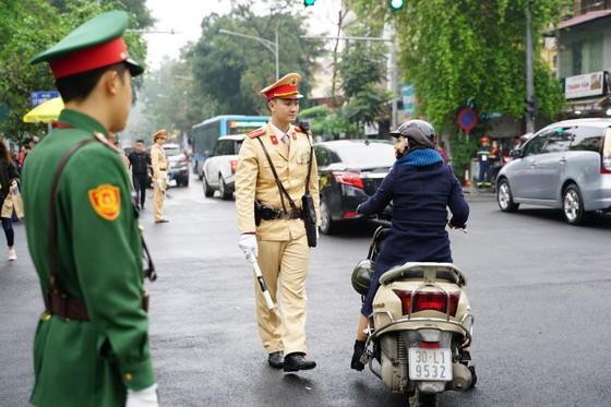 Chủ tịch Kim Jong-un đã lên xe về Thủ đô Hà Nội ảnh 17