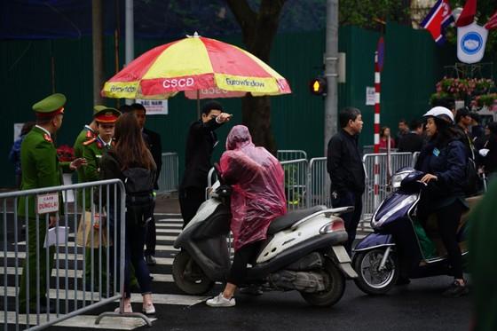 Chủ tịch Kim Jong-un đã lên xe về Thủ đô Hà Nội ảnh 18