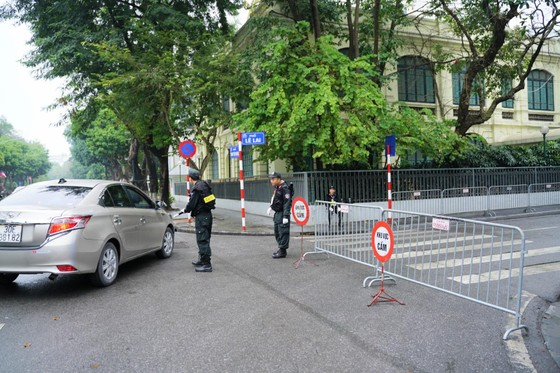 An ninh chốt chặn mọi ngả đường về khách sạn Sofitel Metropole  ảnh 2