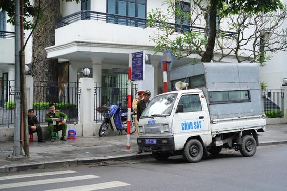 An ninh chốt chặn mọi ngả đường về khách sạn Sofitel Metropole  ảnh 8