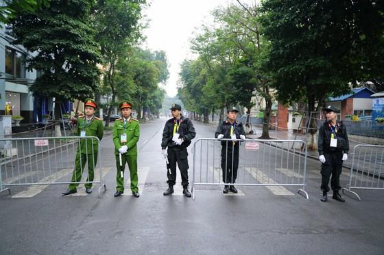 An ninh chốt chặn mọi ngả đường về khách sạn Sofitel Metropole  ảnh 5