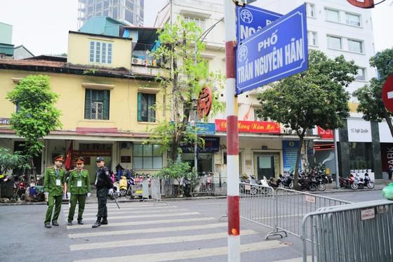 An ninh chốt chặn mọi ngả đường về khách sạn Sofitel Metropole  ảnh 10