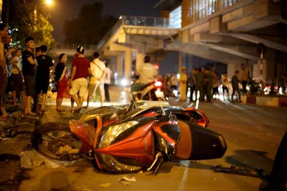 """""""Xe điên"""" gây tai nạn liên hoàn, kéo lê nhiều phương tiện trong đêm ảnh 4"""