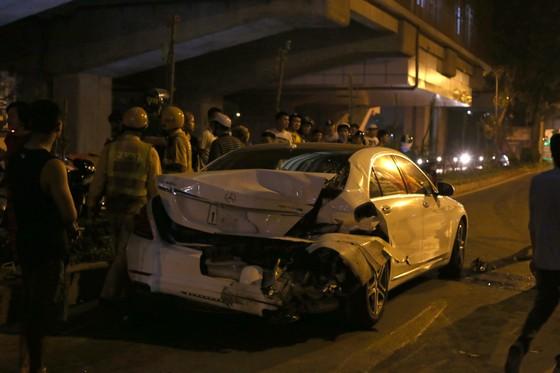"""""""Xe điên"""" gây tai nạn liên hoàn, kéo lê nhiều phương tiện trong đêm ảnh 2"""